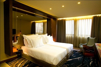 Hotel teatro dramatic boutique hotel in porto portugal for Design hotel porto