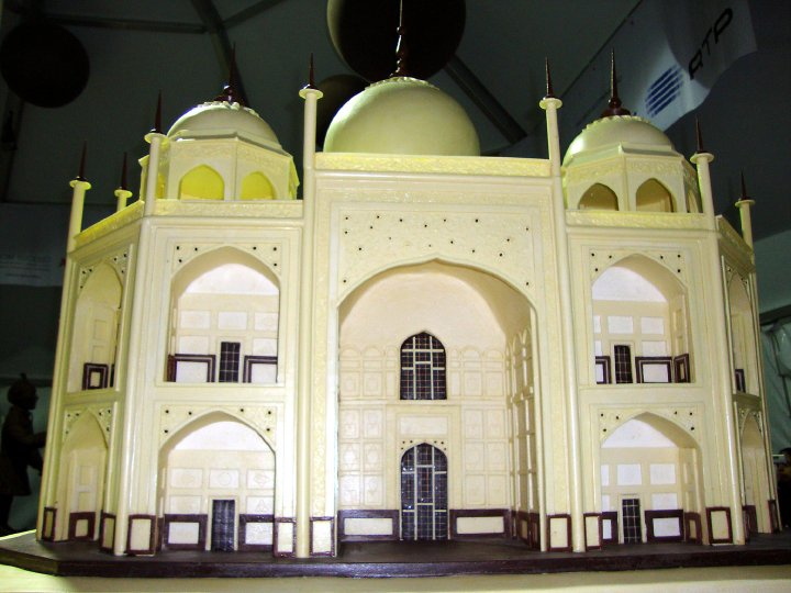 chocolate taj mahal sculpture