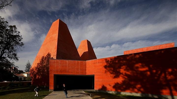 casa das historias paula rego cascais lisboa contemporary art