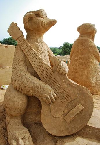 meerkat guitar sand sculpture fiesa 2011 algarve portugal