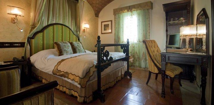 courtyard room hotel fortaleza do guincho fortress
