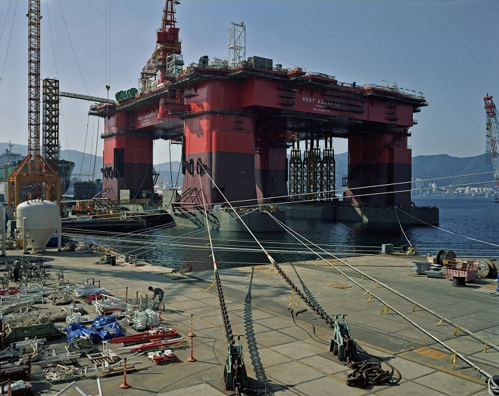 thomas struth shipyard geoje island serralves exhibition