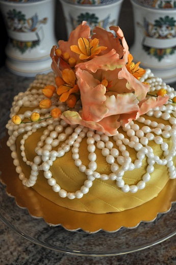 spice cake with pearls, luncheon cake, designer creative cakes lisbon portugal,