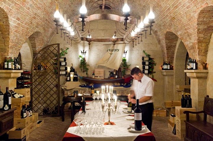 cave dos vinhos vila vita parc, extensive wine cellar,