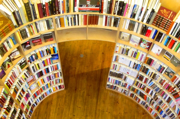 Livraria de Santiango obidos, igreja de sao tiago obidos,